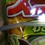 【生活の知恵】【078】ストローで簡単に袋菓子を密封する方法