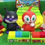 アンパンマン おもちゃ いっぱい 楽しいお話し 面白い 動画  ピカジャラコインゲームでメダルをみんなでお片づけ