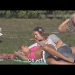 お笑い – 面白 – いたずらな女の子面白い動画は★公園にチャレンジ★くすぐる女の子を笑いしないようにしよう