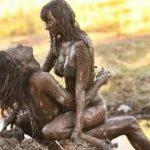 衝撃 – 面白 – 面白い動画 – 女の子が泥で戦う –  WWEディーバレスリングビキニの戦い2016